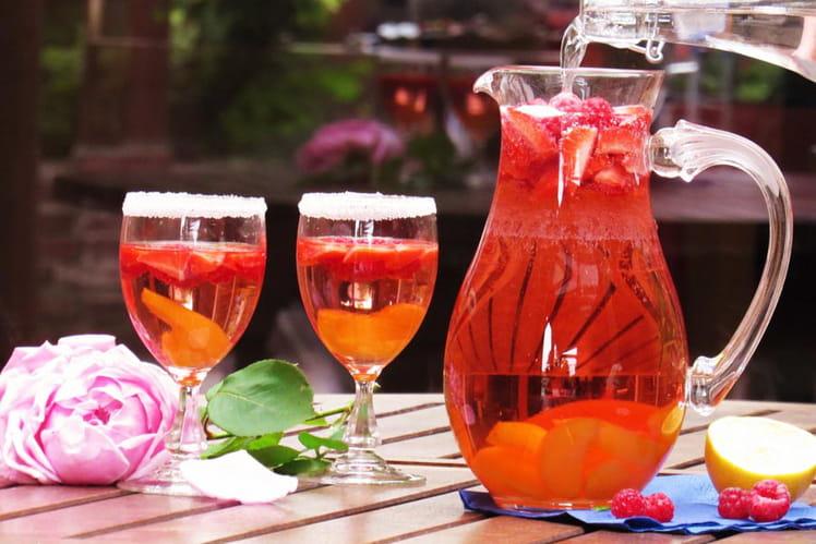 Cocktail léger et fruité au rosé et fruits rouges