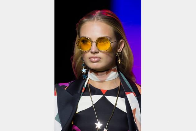 Les lunettes seventies jaunes du défilé Elie Saab