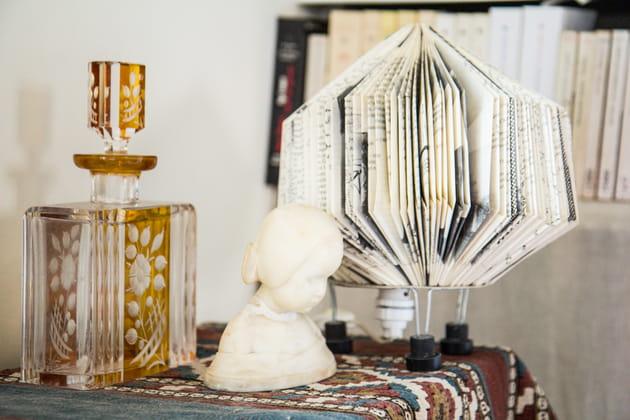 Lampe en papier et carafe en verre