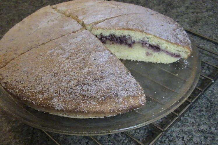 Gâteau moelleux fourré à la confiture