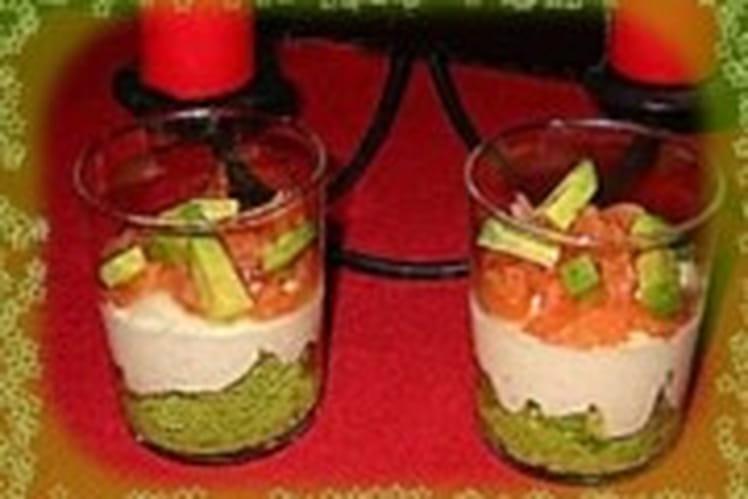 Mousse d'avocat sur crème de saumon en verrines