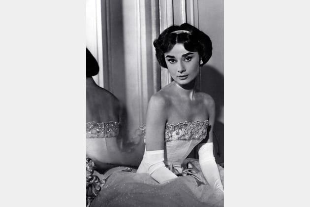 Audrey Hepburn en robe bustier