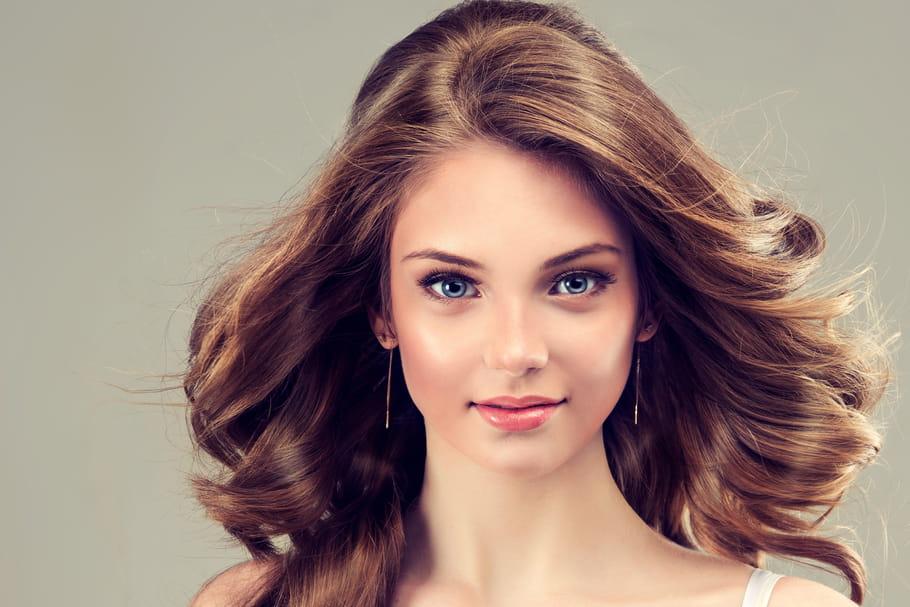 Cheveux châtains et bruns: conseils et inspirations pour les sublimer