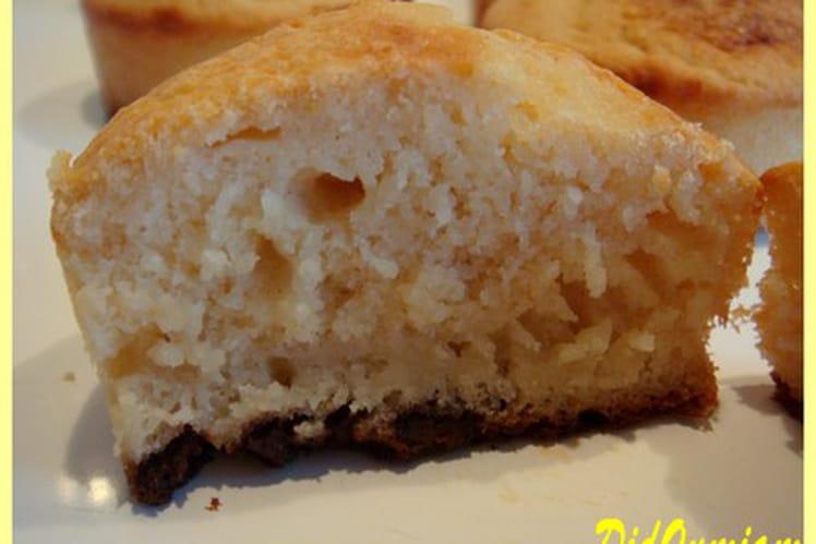 Muffins pomme-litchis sur leurs tapis de chocolat