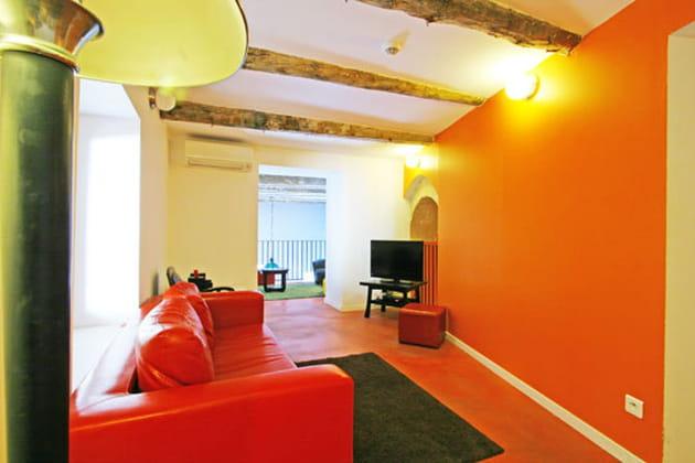 teintes chaudes au salon. Black Bedroom Furniture Sets. Home Design Ideas