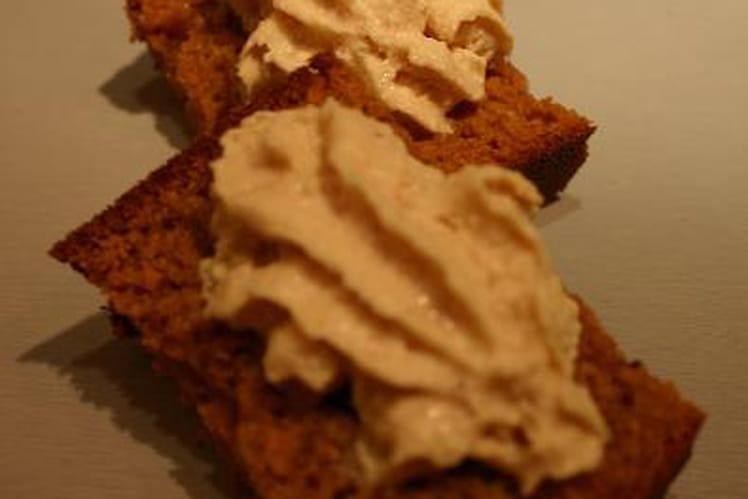 Canapé de pain d'épices et sa chantilly foie gras
