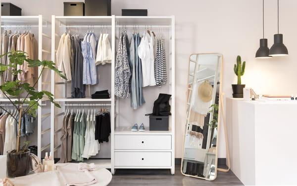 opter pour un dressing ouvert top ou flop. Black Bedroom Furniture Sets. Home Design Ideas