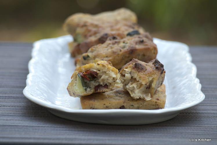 Cake sans oeuf, sans lactose et sans gluten au sarrasin, à la courgette et aux tomates séchées