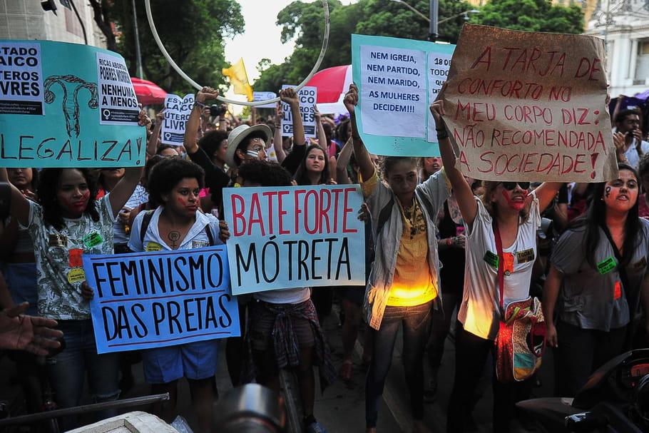 Droit à l'avortement: les femmes se mobilisent au Brésil