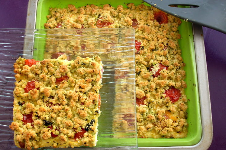 Flan lardons et tomates cerises, crumble basilic
