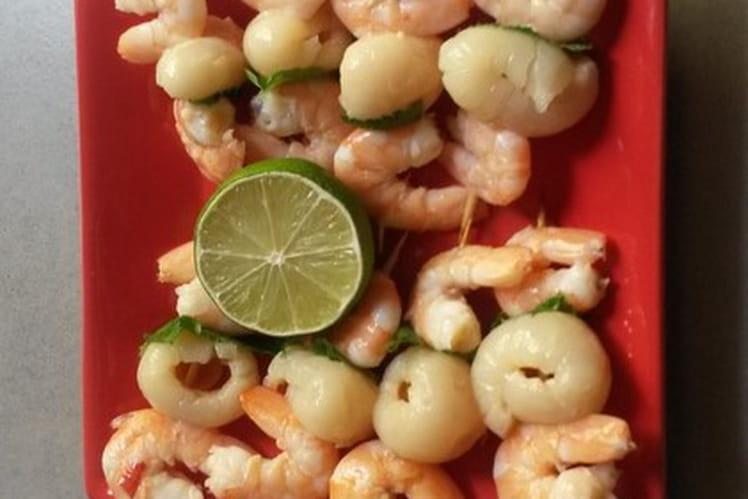 Brochettes de crevettes, litchees et menthe