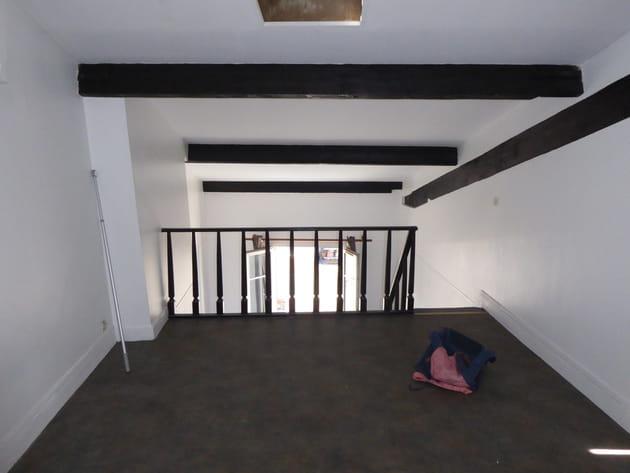 Avant: une mezzanine vieillotte