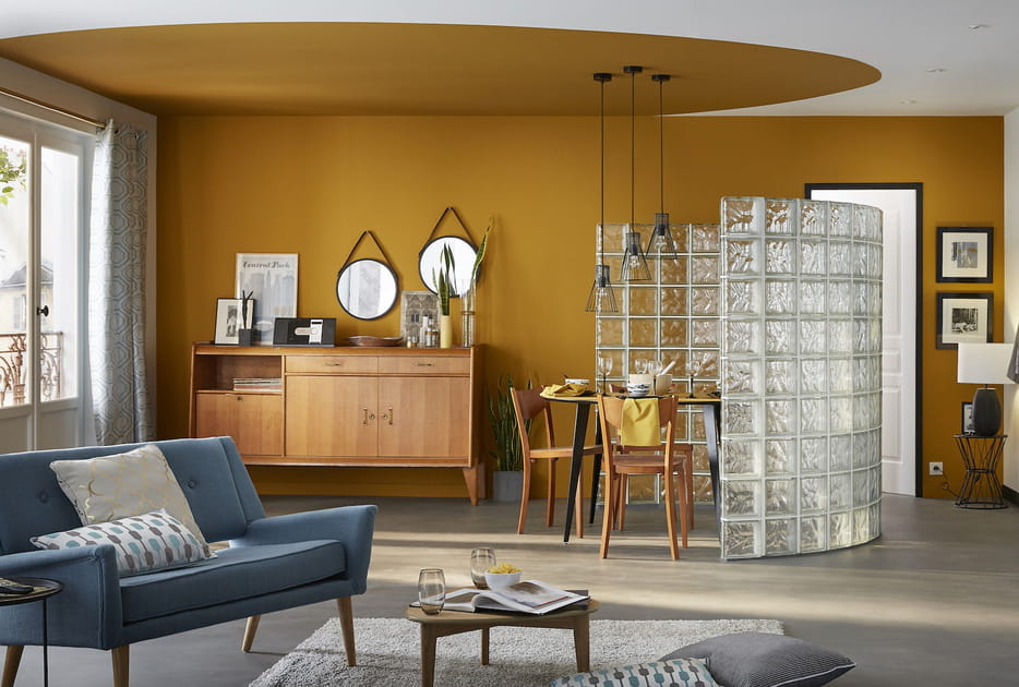 Un salon orange vintage