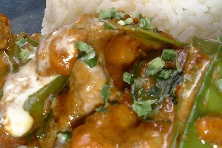 Poulet au curry et pois gourmands