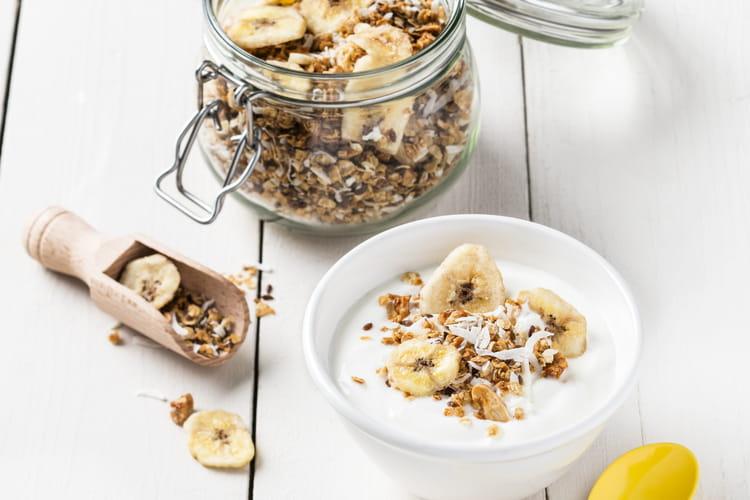 Granola à la banane et à la noix de coco