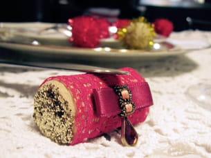 porte-couteau rouge et or