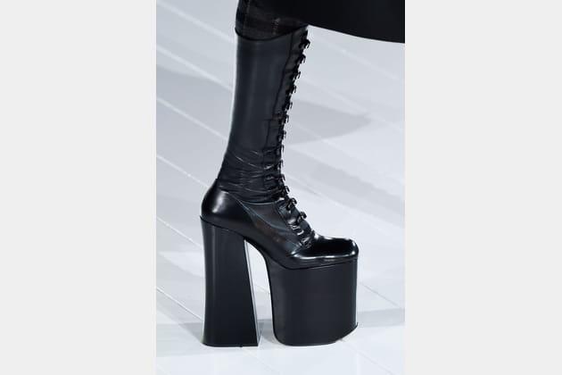 Les chaussures improbables du défilé Marc Jacobs