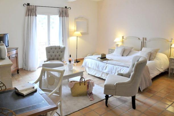 Des chambres qui nous laissent sous le charme for Decoration maison de charme