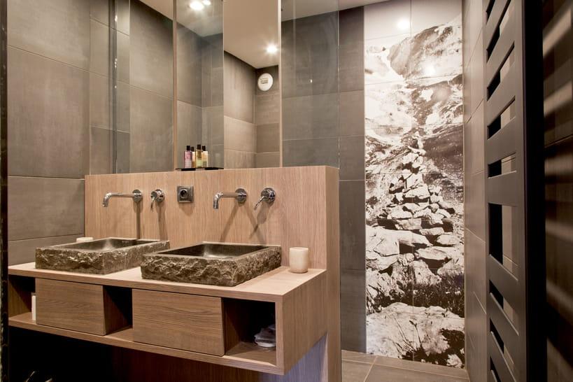 une salle de bains taupe pour un r veil zen. Black Bedroom Furniture Sets. Home Design Ideas