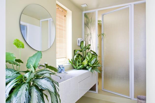 Salle de bains qui se met au vert