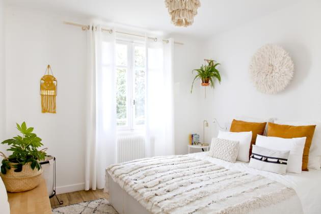 Une chambre immaculée et végétalisée