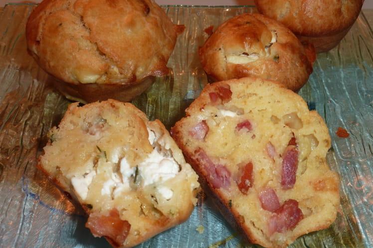 Muffins tièdes aux lardons, chèvre et ciboulette
