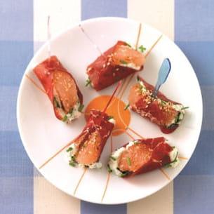 petites bouchées de jambon cru au fromage frais et segment de pamplemousse au