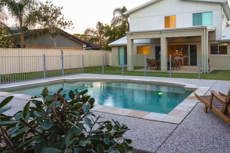 Sécurité de la piscine: loi et systèmes pour éviter les noyades