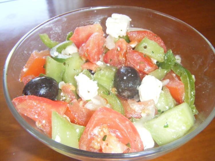 Recette de salade grecque traditionnelle la recette facile - Cuisine grecque traditionnelle ...