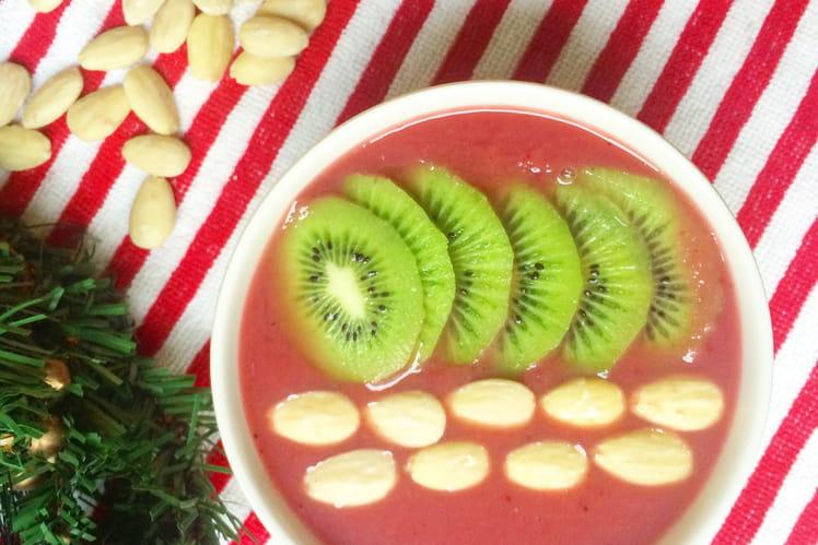 Smoothie bowl aux framboises, kiwi et amandes