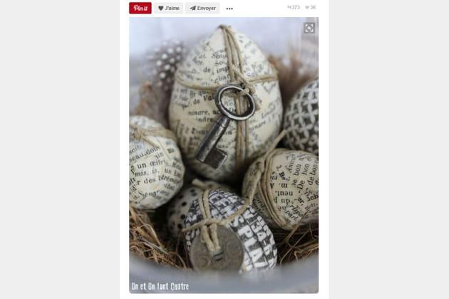 Des œufs décorés de papier journal
