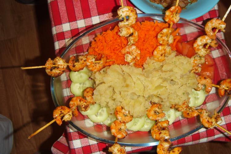 Brochettes de crevettes aux épices et ses légumes