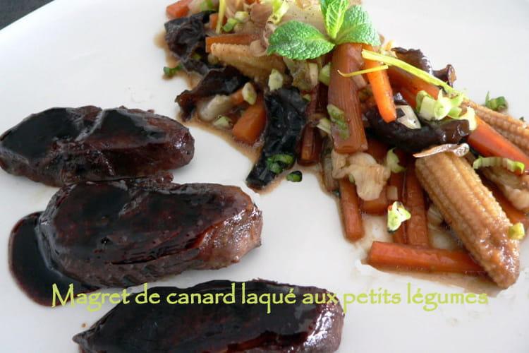 Magret de canard laqué aux petits légumes