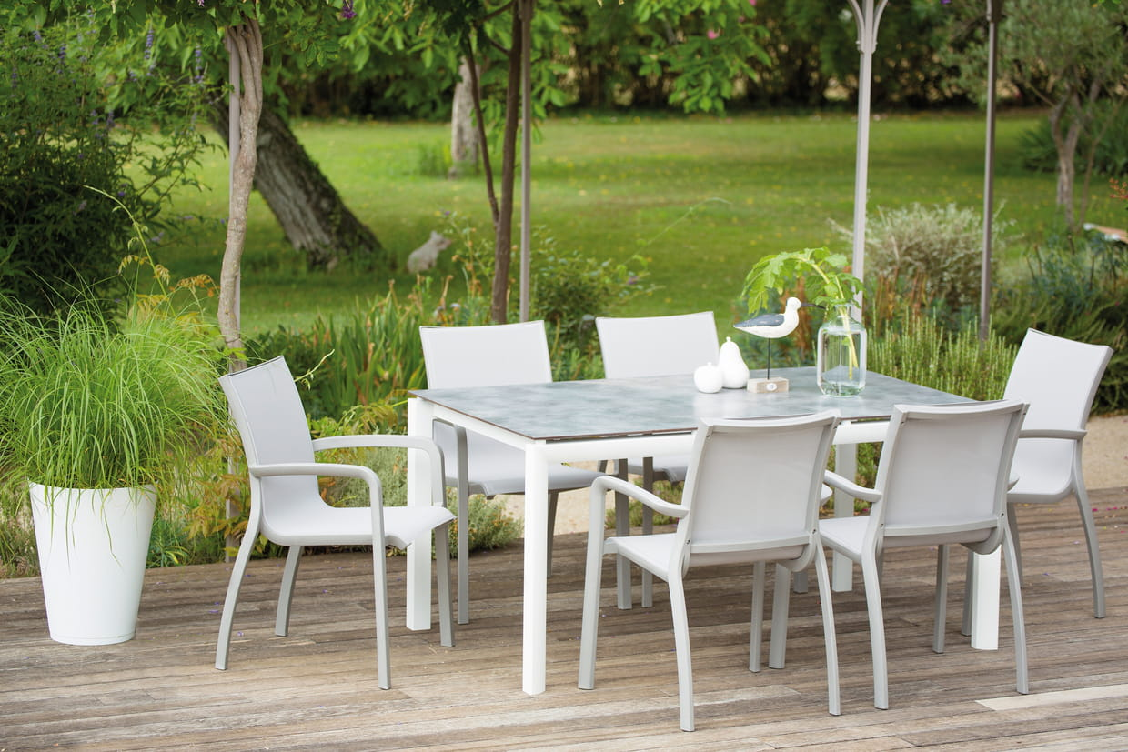 table de jardin sunset de grosfillex. Black Bedroom Furniture Sets. Home Design Ideas