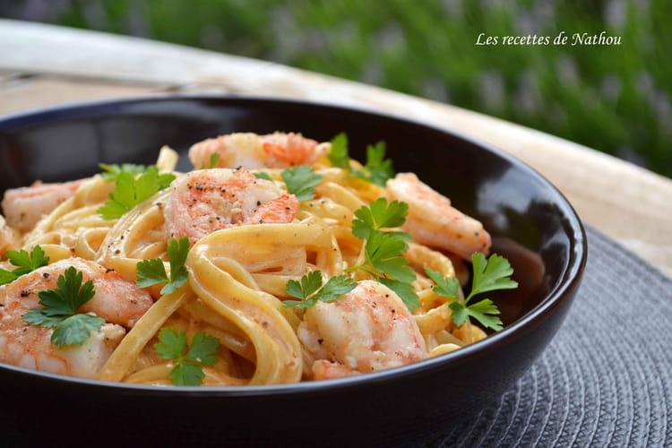 Pâtes linguine aux crevettes, sauce crémeuse à l'ail, paprika fumé et citron