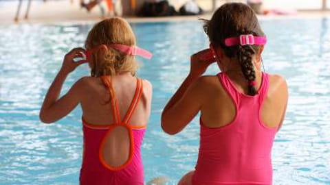 Apprendre à nager à mon enfant : conseils