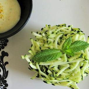 courgettes râpées et sa petite sauce au curry et fromage blanc