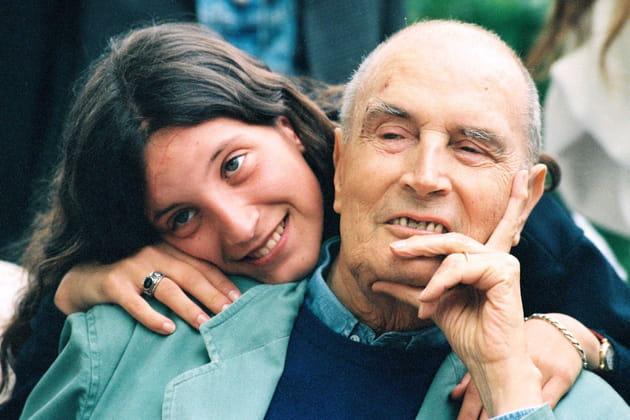 Avec sa petite fille Justine, en 1995