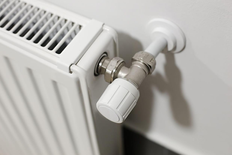 Cache Tuyau Sous Chaudiere purger un radiateur