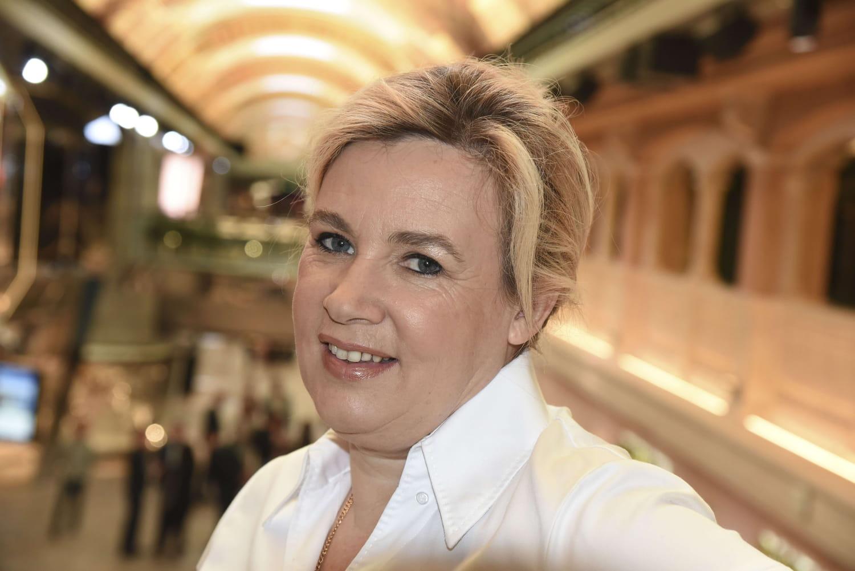 """Hélène Darroze, inquiète pour la réouverture des restaurants: """"J'espère qu'on va nous tendre la main"""""""
