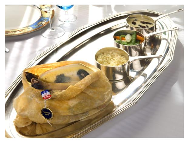 Volaille de Bresse cuite en vessie, truffée sous peau