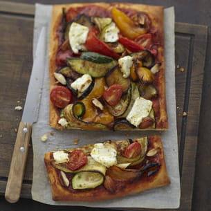 pizza aux légumes grillés, carré frais olives-touche de citron et amandes