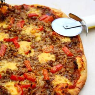 pizza au boeuf haché, poivron, cheddar et sauce barbecue