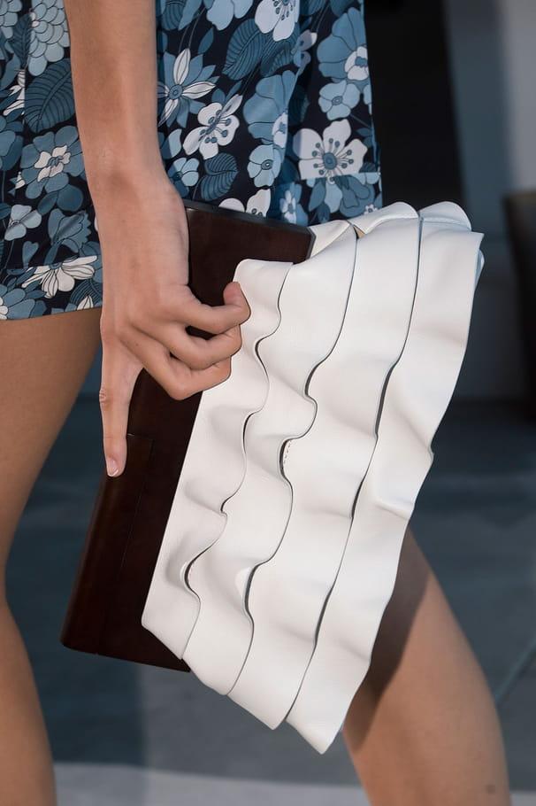 Le sac en cuir à volants du défilé Michael Kors