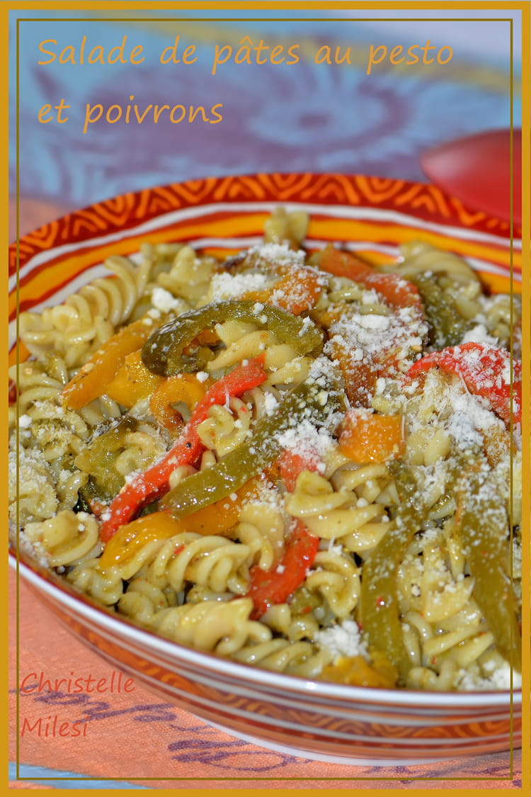 Recette de Salade de pâtes au pesto et poivrons : la recette facile - Salade Pates Pesto