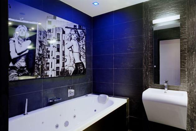 Une salle de bains rock for Deco appartement rock