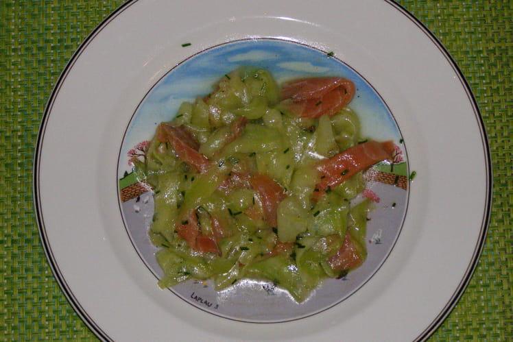 Salade de concombre et saumon