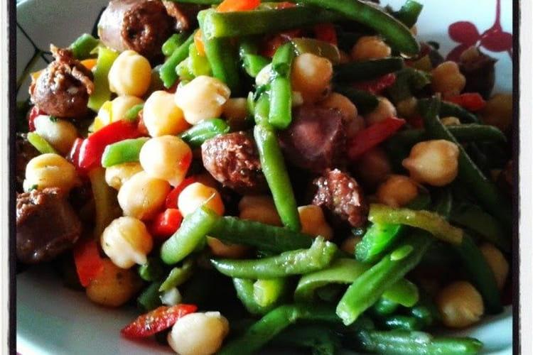 Salade orientale : pois chiche, merguez, poivrons et haricots verts