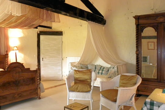 une chambre l 39 allure cosy et romantique. Black Bedroom Furniture Sets. Home Design Ideas