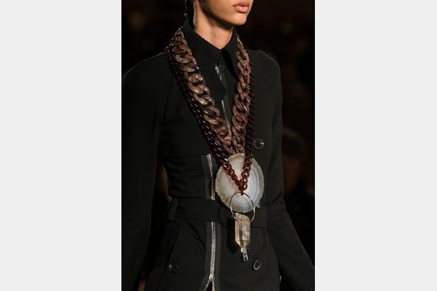 Givenchy (Close Up) - photo 26